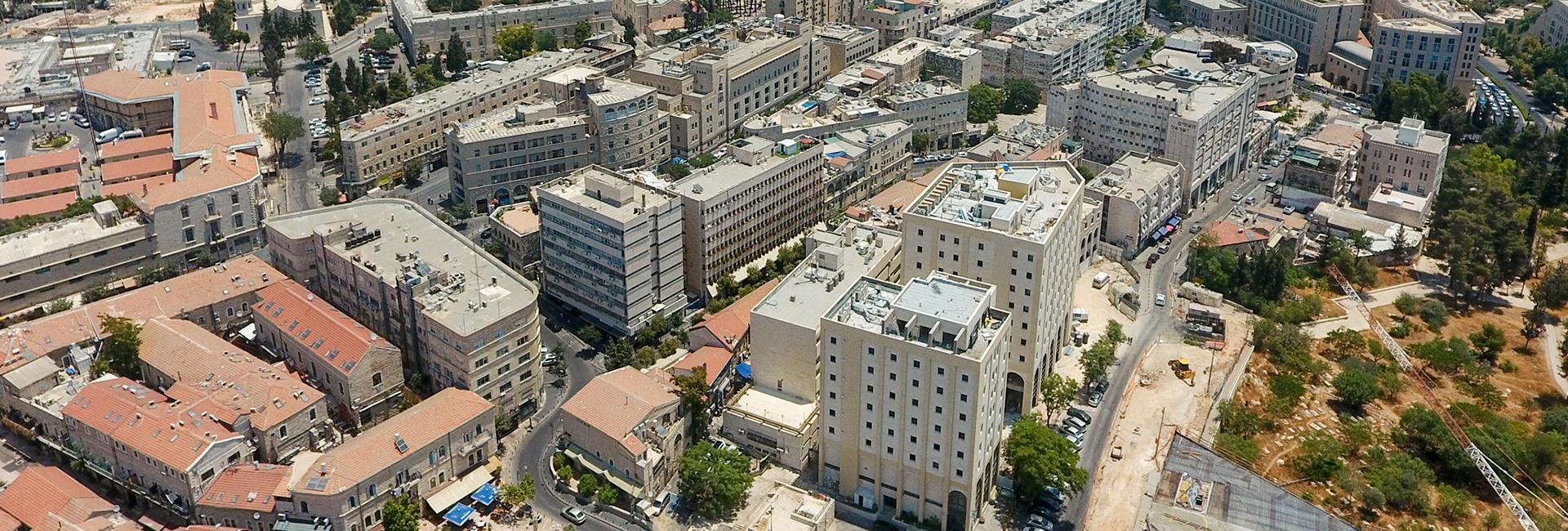 על הקשר בין עיר שאוכלוסייתה מזדקנת ומערכות שליטה ובקרה